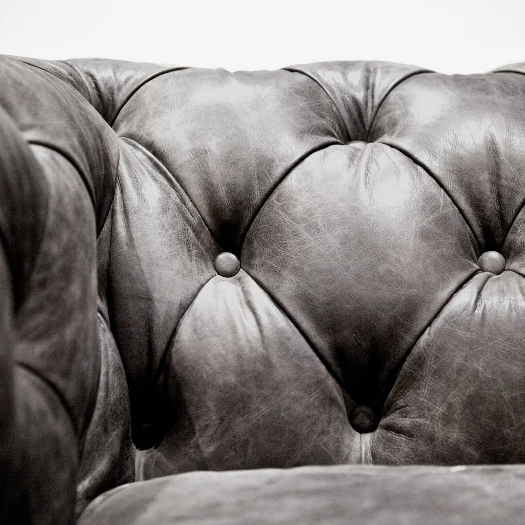 Chesterfield Black Detail